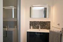 Casa Secreta, chambre grise, salle de bain