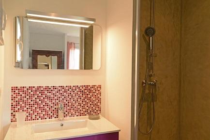 Casa Secreta, chambre blanche, salle de bain